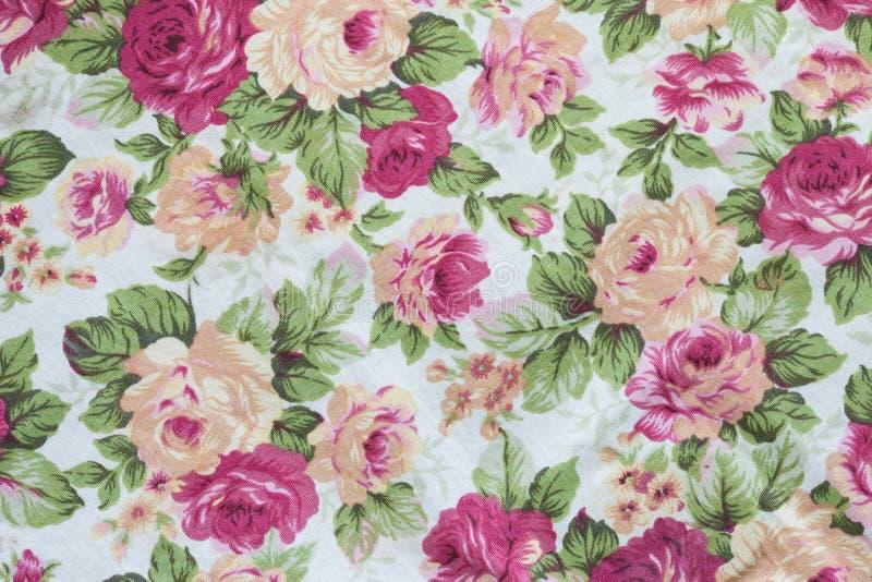 Fragment des bunten Retro- Tapisserietextilmusters mit Blumen lizenzfreies stockfoto