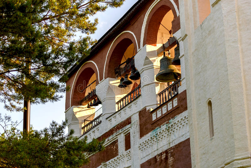 Fragment des Glockenturms im orthodoxen Kloster stockbilder