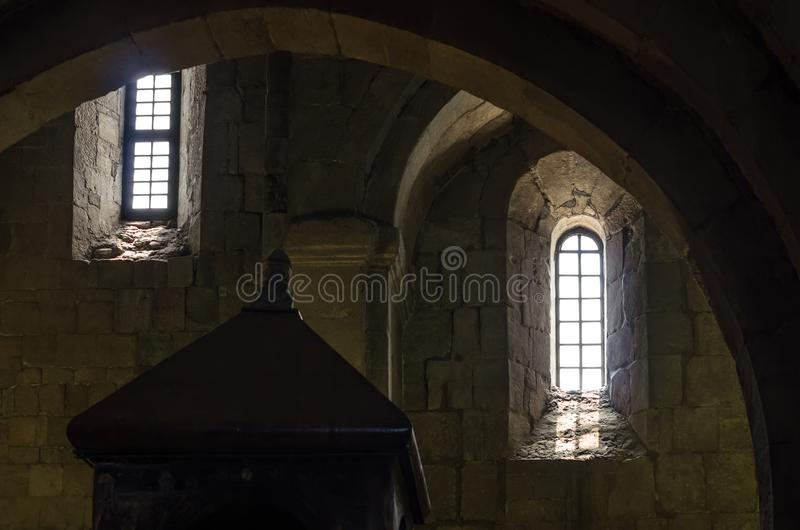 Fragment des Innenraums des alten Steinschlosses lizenzfreies stockfoto