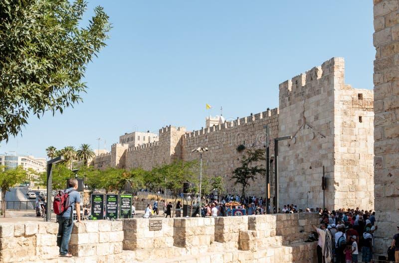Fragment des murs de forteresse de la vieille porte de ville et de Jaffa à Jérusalem images stock