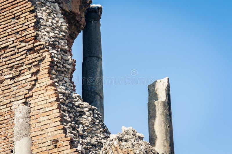 Fragment des ruines de l'amphithéâtre dans Taormina, Sicile, Italie images stock