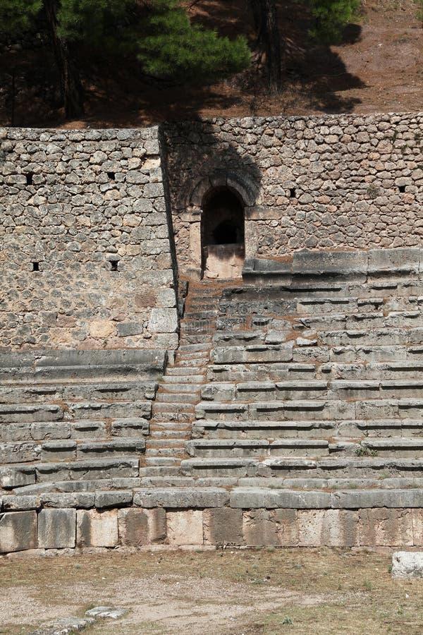 Fragment des supports du stade Delphic antique, Grèce photos stock