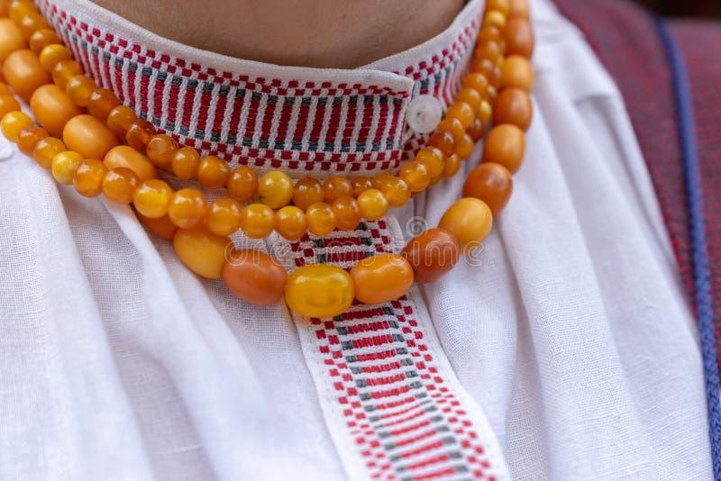 Fragment du costume national d'une femme lithuanienne photos stock