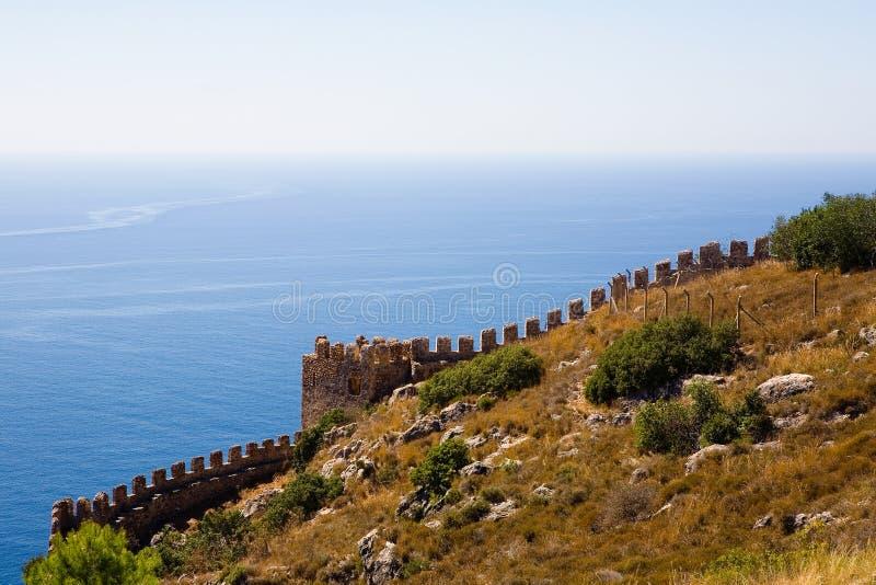 Fragment du mur de la forteresse antique dans Alanya contre t photographie stock