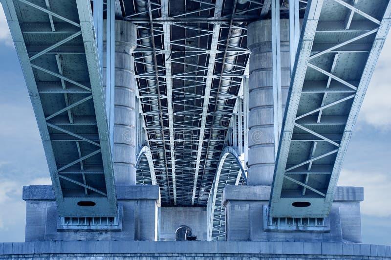 Fragment du pont communal municipal image stock