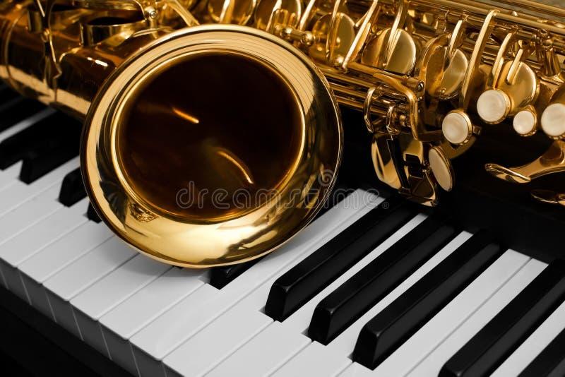 Fragment du saxophone image stock