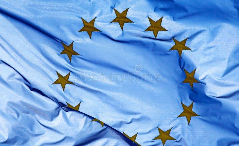 Fragment einer Flagge der Europäischen Gemeinschaft im Sonnenlicht lizenzfreie stockbilder