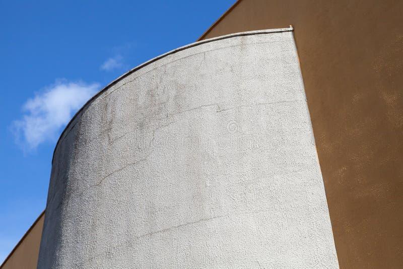 Fragment et ciel industriels modernes abstraits d'architecture image stock
