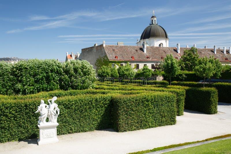 Fragment Mooie tuin van het lagere Belvedere Paleis en de mening royalty-vrije stock afbeelding