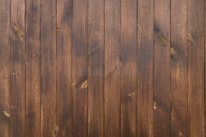 Fragment ogrodzenia drewnianego Płyty są mielone, pokryte ciemnobrązowym pigmentem zdjęcia royalty free