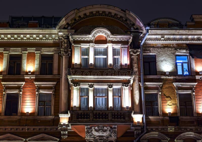 Fragment van architectuurontwerp van de voorgevel in de Art Nouveau-stijl in de Zanger House in St. Petersburg royalty-vrije stock afbeeldingen