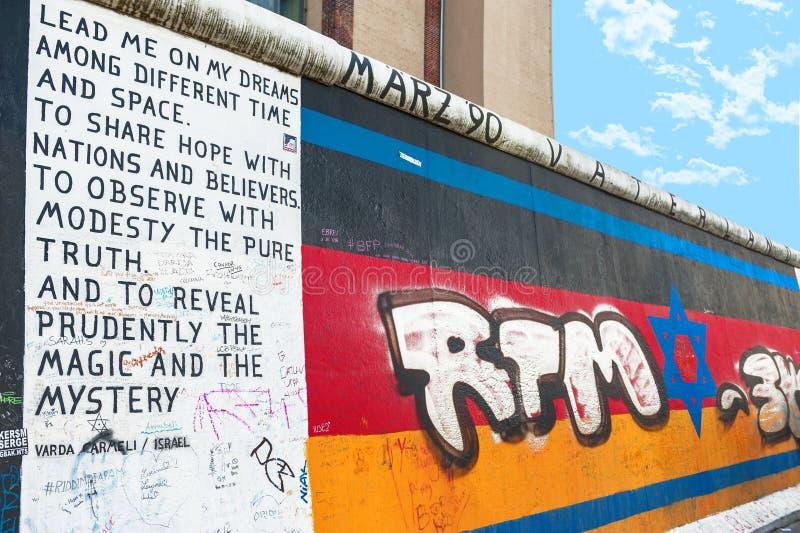Fragment van Berlin Wall stock fotografie