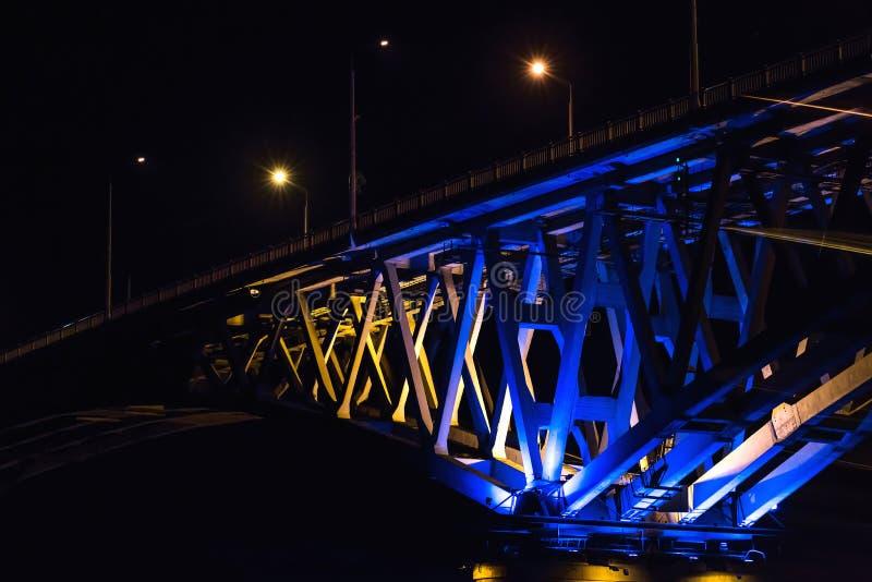 Fragment van brug in de nacht royalty-vrije stock afbeeldingen