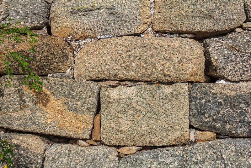 Fragment van de bakstenen van de Grote Muur van China, in Mutianyu-dorp, één van verre delen van de Grote Muur dichtbij stock afbeelding