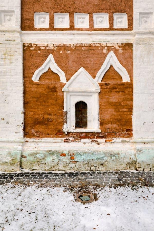 Fragment van de klokketorenvoorgevel in het klooster spaso-Evfimiev Spaso-Evfimiev mensen` s klooster stock foto's