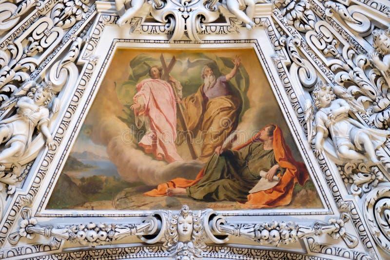 Fragment van de koepel in de Kapel van de Heilige Geest, de Kathedraal van Salzburg stock foto's