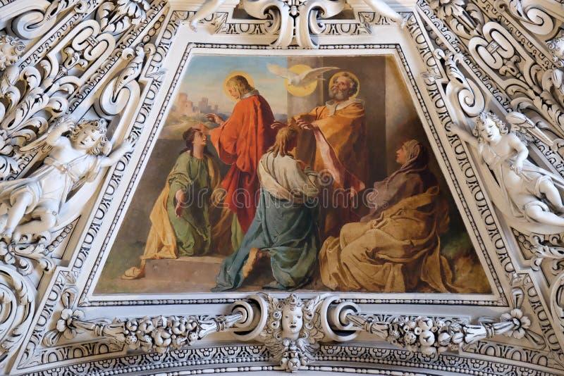Fragment van de koepel in de Kapel van de Heilige Geest, de Kathedraal van Salzburg royalty-vrije stock fotografie