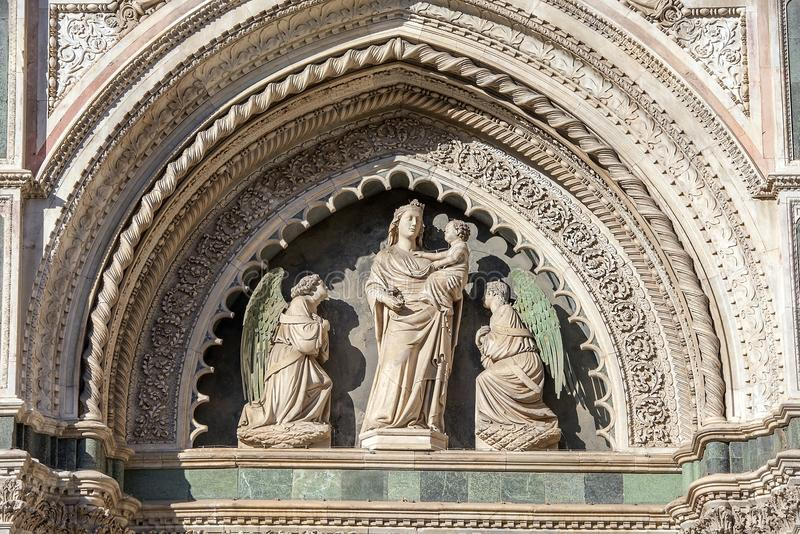 Fragment van de voorgevel van kathedraal Santa Maria del Fiore Duomo, Florence, Italië stock afbeeldingen