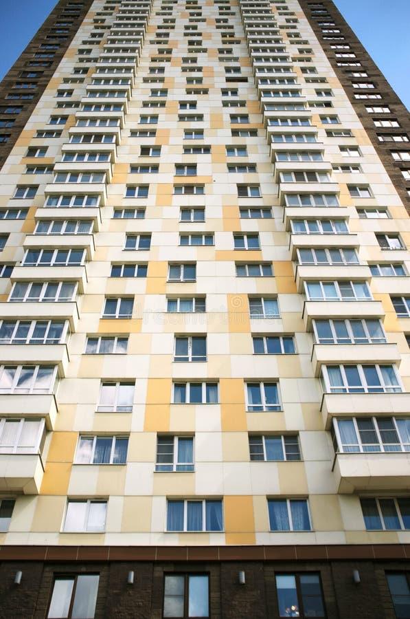 Fragment van een flatgebouw stock fotografie