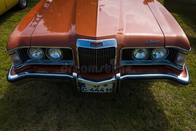 Fragment van een persoonlijke luxeauto Mercury Cougar xr-7 stock foto