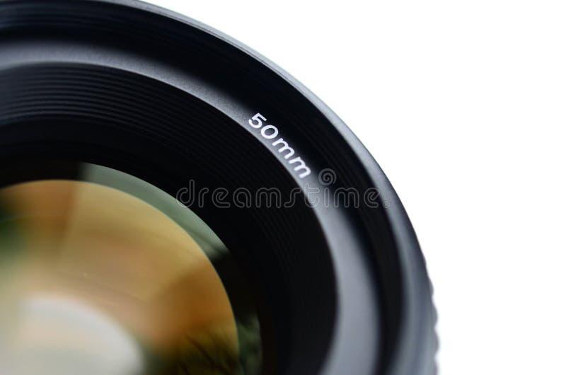Fragment van een portretlens voor een moderne SLR-camera Een foto van een breed-openingslens met een brandpunts geïsoleerde lengt stock foto