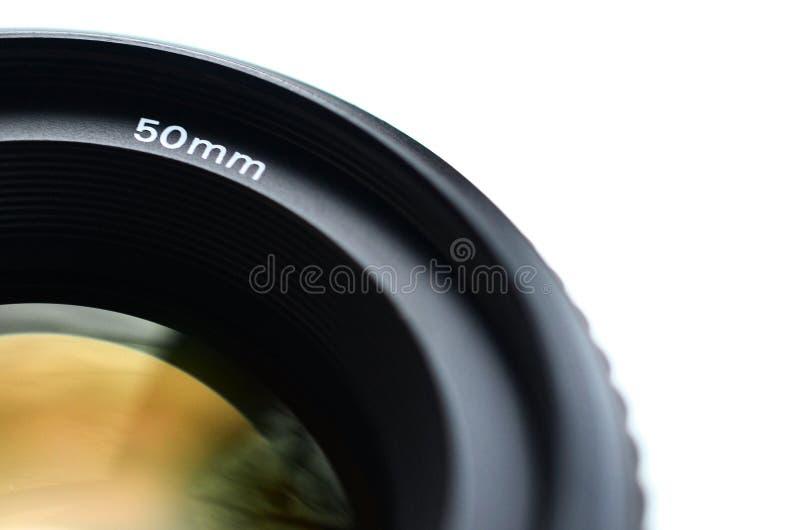 Fragment van een portretlens voor een moderne SLR-camera Een foto van een breed-openingslens met een brandpunts geïsoleerde lengt stock afbeelding
