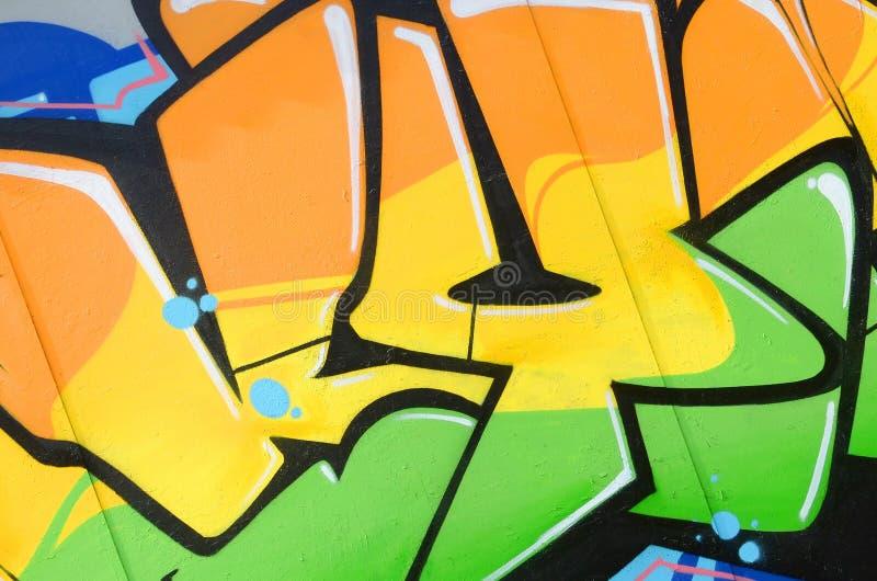 Fragment van gekleurde de graffitischilderijen van de straatkunst met contouren en dicht omhoog het in de schaduw stellen stock fotografie