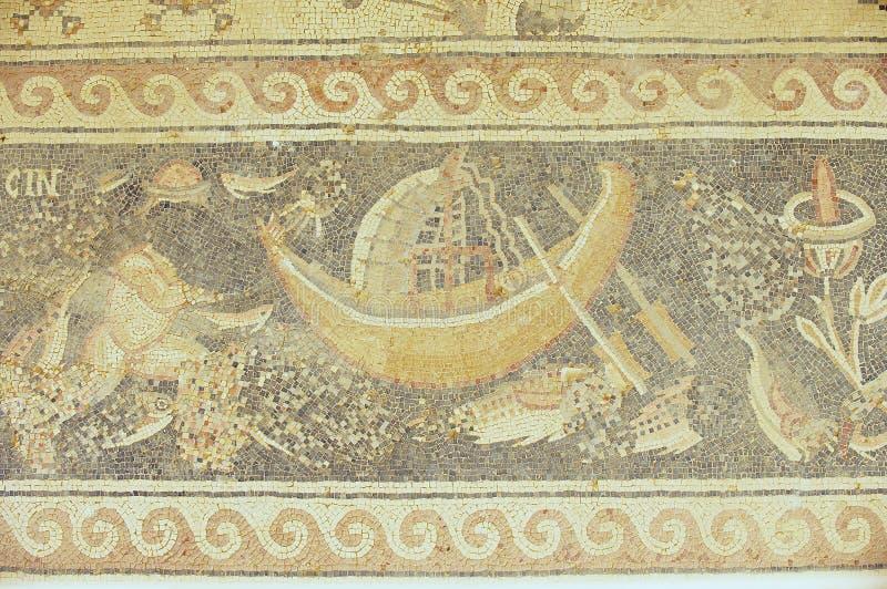 Fragment van het oude Roman vloermozaïek bij de ruïnes van de Heilige Stevens Church bij een archeologische plaats in Umm AR-Rasa stock fotografie