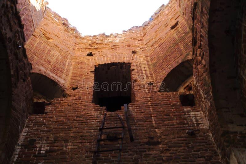 Fragment van muur van tempel van Aartsengel Michael Concept — architecturale historische monumenten van Rusland Het reizen in Sar stock afbeeldingen