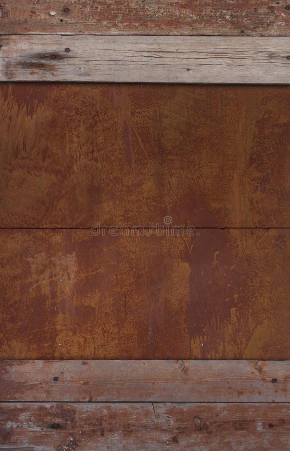 Fragment van oude houten muur en roestig metaal royalty-vrije stock foto's