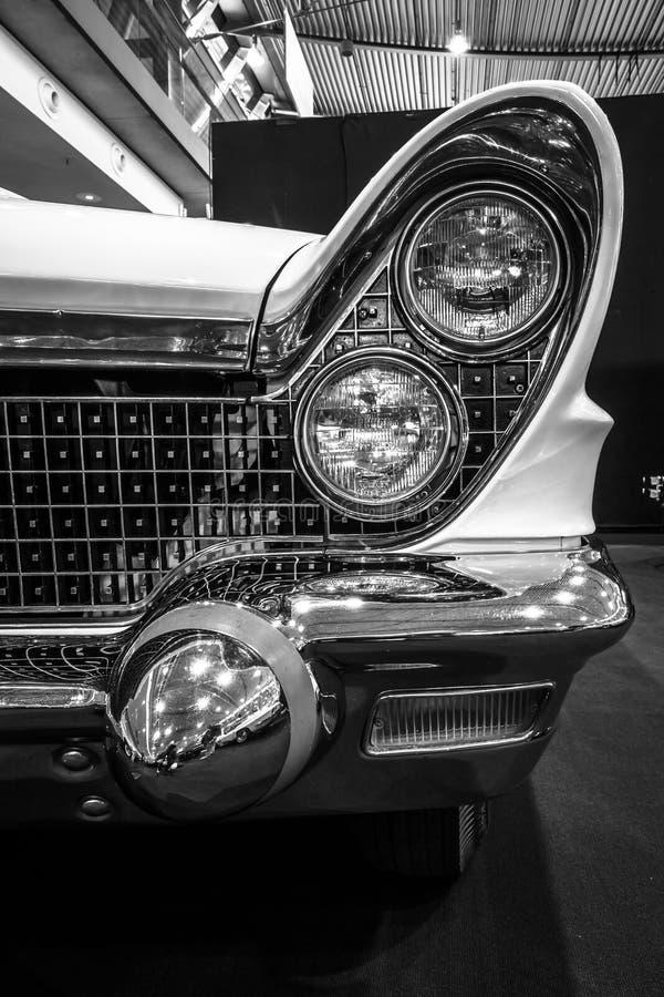Fragment van persoonlijke luxeauto convertibel Lincoln Continental Mark V, 1960 royalty-vrije stock foto's