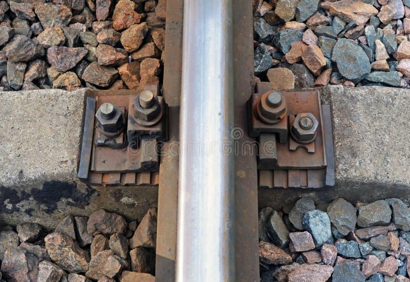 Fragment van spoorwegspoor en dwarsligger stock foto