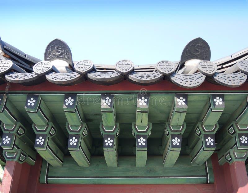 Fragment van traditioneel Koreaans dak stock fotografie