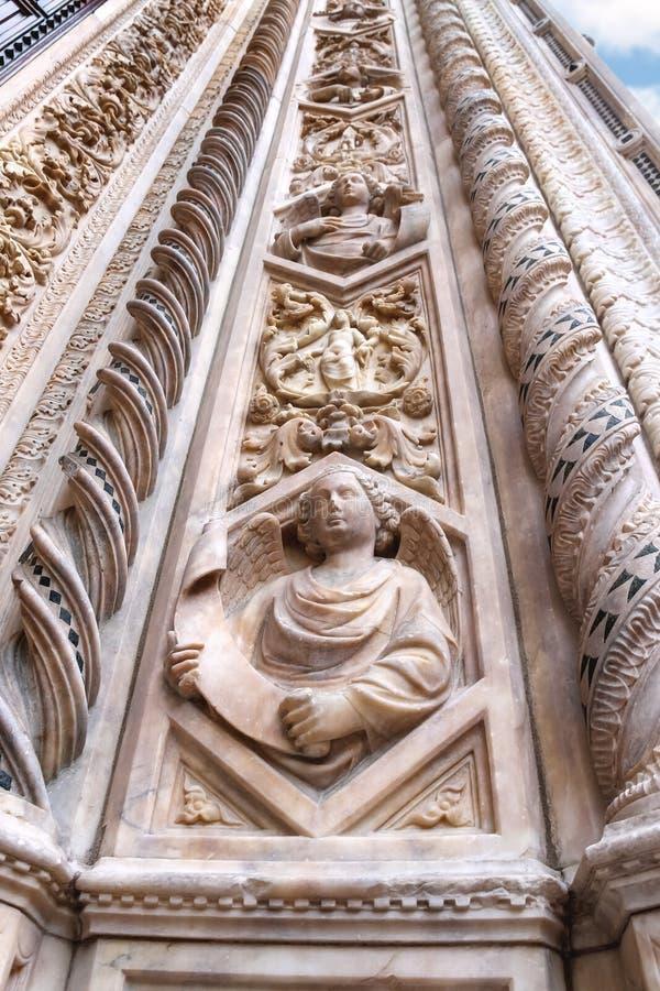 Fragment van voorgevel Duomo Santa Maria del Fiore, Florence, Italië stock afbeeldingen