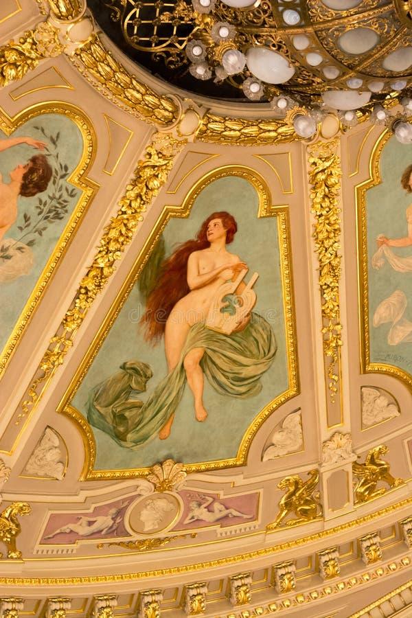 Fragment von Deckenmalereien am Opernhaus, das Muse Lemberg stockbild