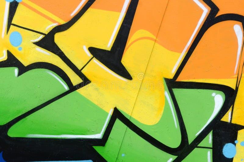 Fragment von farbigen Stra?enkunst-Graffitimalereien mit Konturen und oben schattieren Abschluss stockfotografie