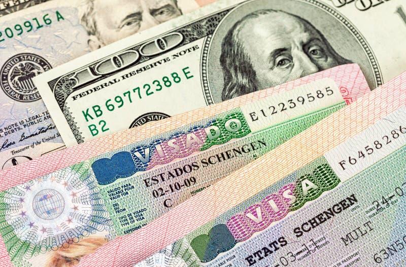 Fragment von Schengen-Visum und -geld lizenzfreies stockbild