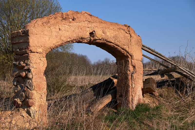Fragmenten van kleigebouwen in Litouws platteland royalty-vrije stock fotografie