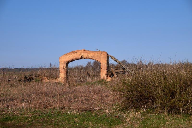 Fragmenten van kleigebouwen in Litouws platteland royalty-vrije stock foto's