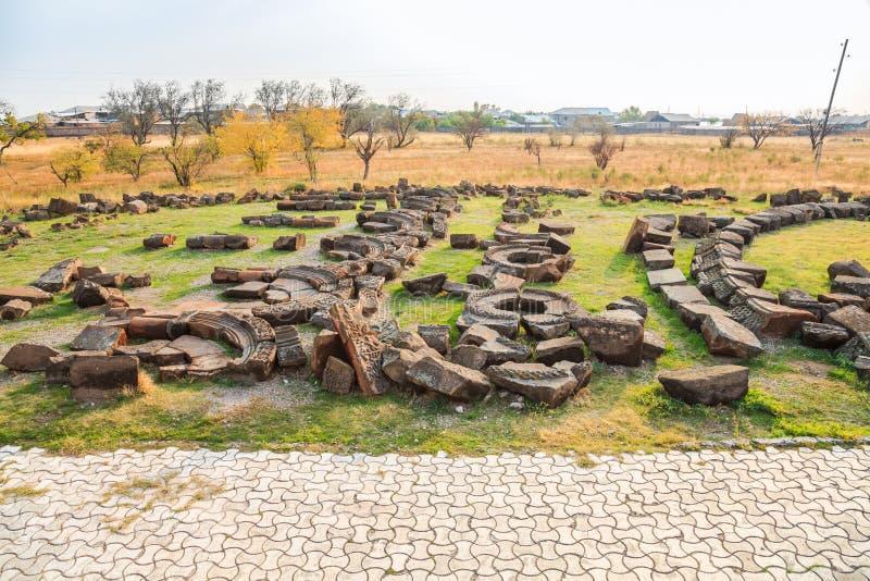 Fragmenten van ruïnes van Zvartnots-Kathedraal stock foto's