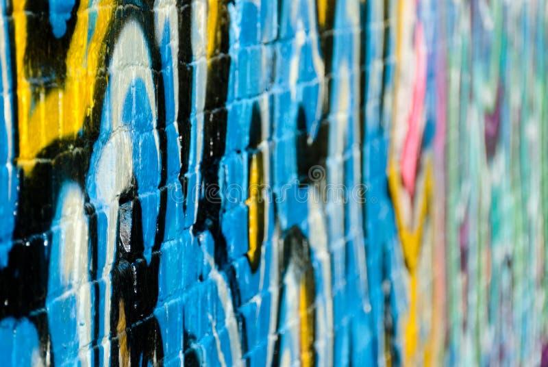 Fragmento abstrato dos grafittis no tijolo textured w fotos de stock