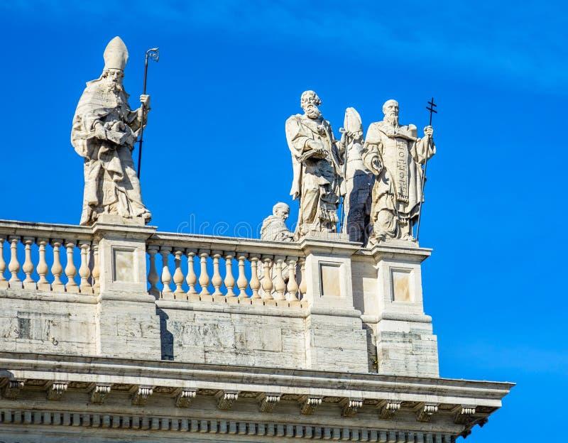 Fragmento da balaustrada da catedral de St John o batista no monte de Lateran em Roma imagem de stock royalty free