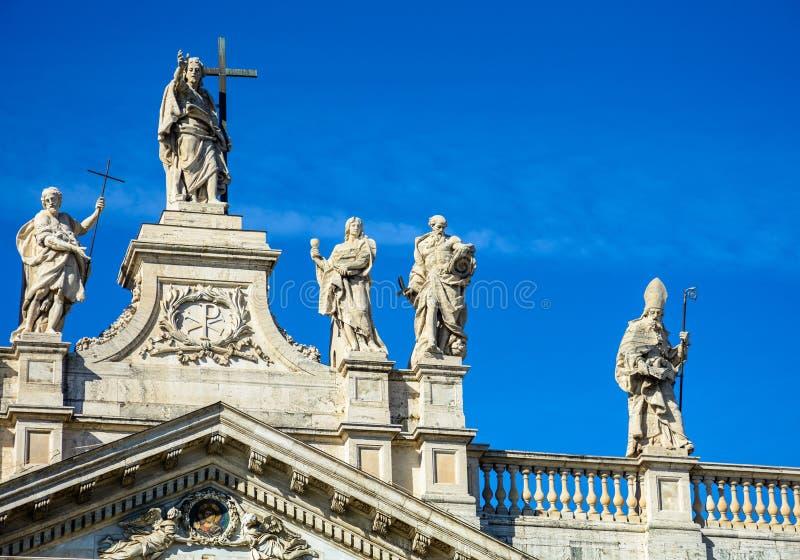 Fragmento da balaustrada da catedral de St John o batista no monte de Lateran em Roma fotos de stock royalty free