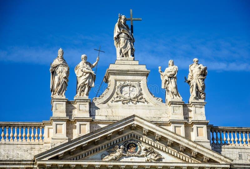 Fragmento da balaustrada da catedral de St John o batista no monte de Lateran em Roma fotografia de stock royalty free