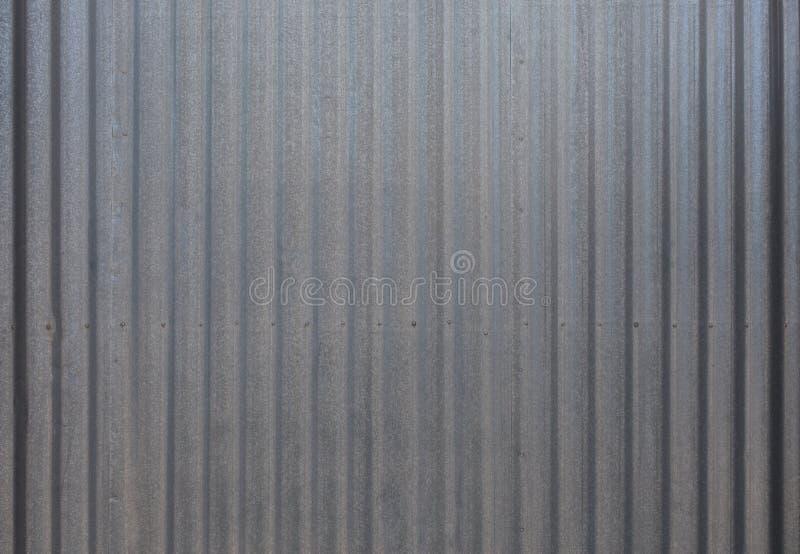 Fragmento da cerca cinzenta do metal imagem de stock