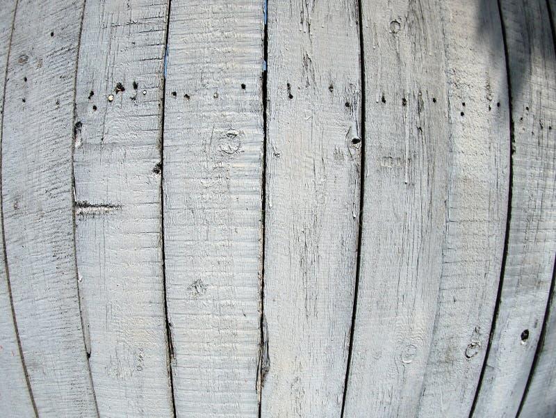 Fragmento da cerca de madeira velha pintada cinzenta imagens de stock