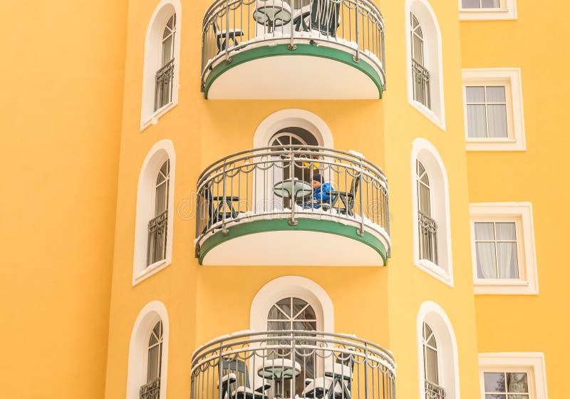 Fragmento da construção do hotel Mau Gastein dos termas e da estância de esqui imagem de stock