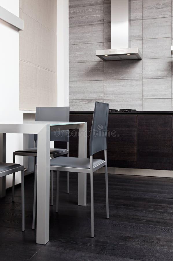 Fragmento da cozinha moderna do estilo do minimalism imagem de stock royalty free