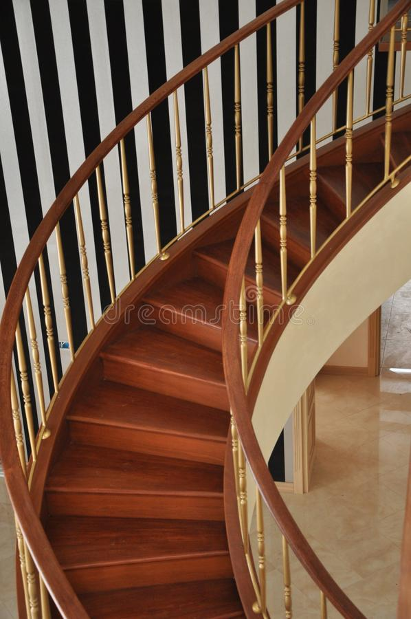 Fragmento da curvatura da escadaria espiral imagens de stock