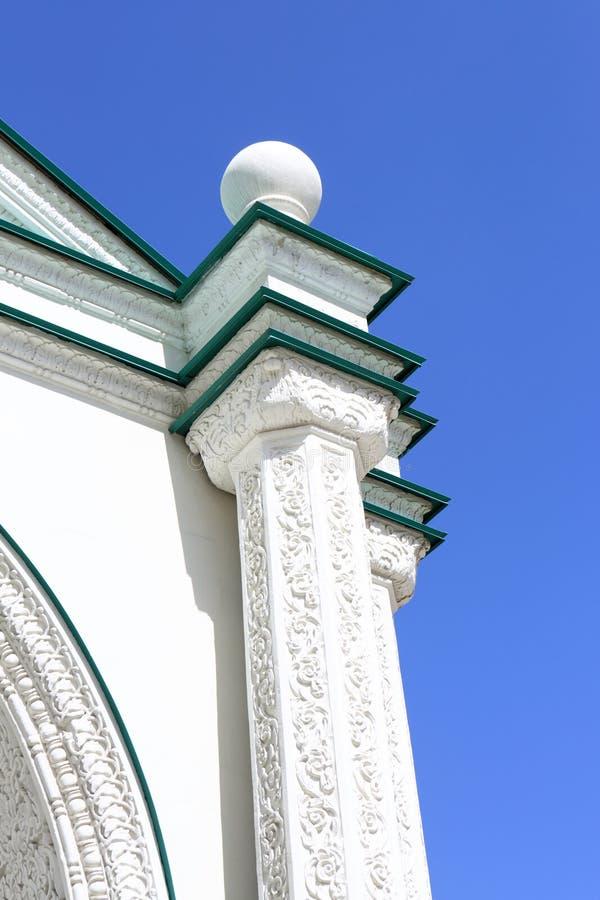 Fragmento da igreja ortodoxa branca imagens de stock royalty free